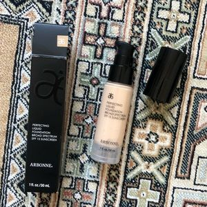 Arbonne Makeup - Arbonne Perfecting Liquid Foundation (Alabaster)